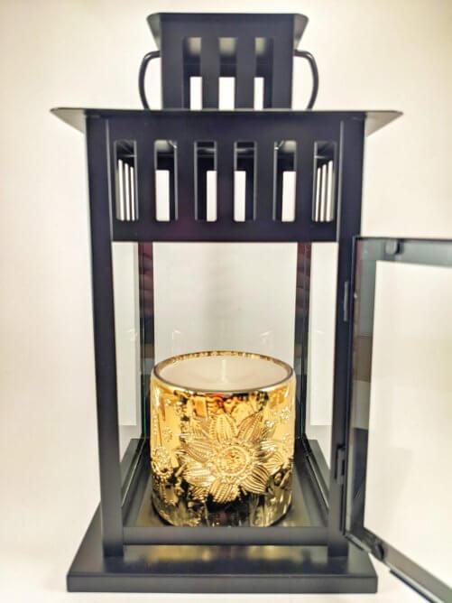 Snowflakes & Cashmere Flower Jar in Lantern